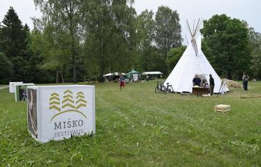"""Anykščių Miško festivalis (2019) / """"Niekas nenori išnykti"""" / Idėjų suneštinis - Festivalio akimirka"""