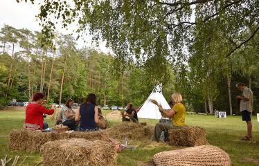 """Anykščių Miško festivalis (2019) / """"Niekas nenori išnykti"""" / Idėjų suneštinis - Pynimas iš šiaudų"""