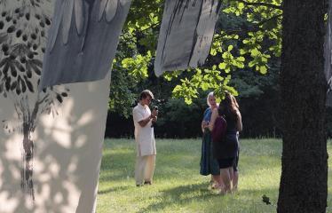 """Anykščių Miško festivalis (2019) / """"Niekas nenori išnykti"""" / Penktadienis ateičiai - Auksės Petrulienės piešinių paroda """"Pokytis"""""""
