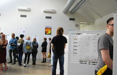 "Festivalis ""Devilstone"" (2019) / Islandų menininko Hugleikur Dagsson komiksų paroda - Parodos atidarymo akimirka"