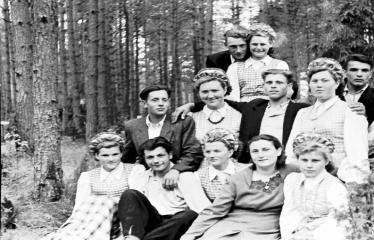 """Fotokonkursas """"Anykščiai ir apylinkės"""" (1958) - J. Biliūno antkapinio paminklo atidengimo iškilmės"""