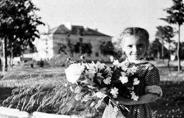 """Fotokonkursas """"Anykščiai ir apylinkės"""" (1958) - A. Baranausko aikštė"""