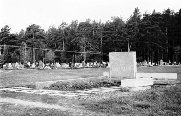 """Fotokonkursas """"Anykščiai ir apylinkės"""" (1973) - Anykščių senosios kapinės"""