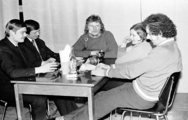 """Fotokonkursas """"Anykščiai ir apylinkės"""" (1973) - Anykštėnai restorane"""