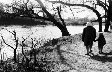"""Fotokonkursas """"Anykščiai ir apylinkės"""" (1973) - Pasivaikščiojimas"""