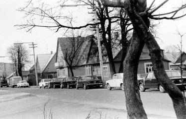 """Fotokonkursas """"Anykščiai ir apylinkės"""" (1973) - Automobiliai mieste"""