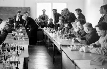 """Fotokonkursas """"Anykščiai ir apylinkės"""" (1973) - Šachmatininkai"""