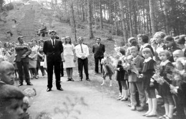 """Fotokonkursas """"Anykščiai ir apylinkės"""" (1975) - Direktoriaus žodis mokiniams"""