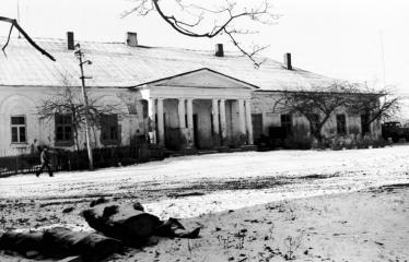 """Fotokonkursas """"Anykščiai ir apylinkės"""" (1975) - Raguvėlės dvaro pastatas"""