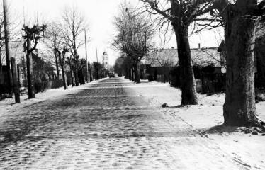 """Fotokonkursas """"Anykščiai ir apylinkės"""" (1975) - Troškūnų gatvės grindinys"""