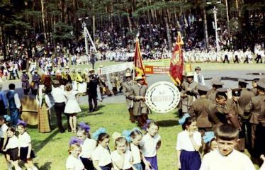 """Fotokonkursas """"Anykščiai ir apylinkės"""" (1975) - Vasaros šventė - kolukiečiai"""
