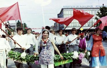 """Fotokonkursas """"Anykščiai ir apylinkės"""" (1975) - Vasaros šventė - tarptautiniai akcentai"""