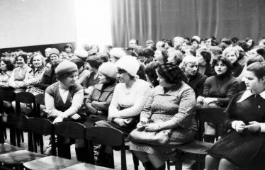 """Fotokonkursas """"Anykščiai ir apylinkės"""" (1979) - Susirinkimas"""