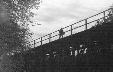 Analoginė fotografija - nuo A iki Z. Kūrybinės dirbtuvės su dr. Gintautu Trimaku - Anykščių stoties geležinkelio tiltas