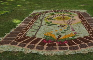 """Anykščių miesto šventė (2017) - """"ŠvenČIA ANYKŠČIAI"""" - Floristinių kilimų pynimas ir paroda - Svėdasų bendruomenės floristinis kilimas"""