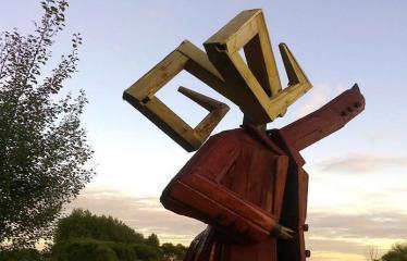 """Fotokonkursas """"Anykščiai ir apylinkės"""" (2016) - Skulptūra """"AVINAS RAUDONU PALTU"""""""