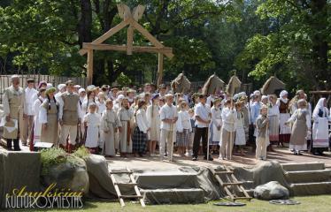 """35-oji Respublikinė tradicinės kultūros ir žirgų sporto šventė """"Bėk bėk, žirgeli!"""" (2014) - Ansamblių pasirodymai"""