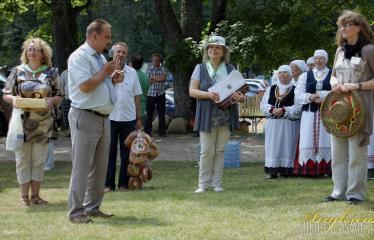 """35-oji Respublikinė tradicinės kultūros ir žirgų sporto šventė """"Bėk bėk, žirgeli!"""" (2014) - Opdovanojama režisierė Jolanta Pupkienė"""