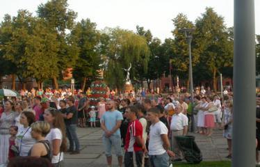 """Valstybės (Lietuvos karaliaus Mindaugo karūnavimo) diena (2012) - Alternatyviosios muzikos koncertas """"Brėkšta"""" - Publika"""