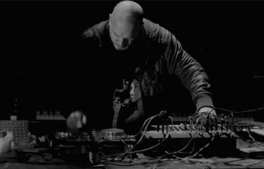 "Elektroninės muzikos festivalis ""The Machine Started To Flow Into A Vein (Vol. 3)"" - Andrew Liles"