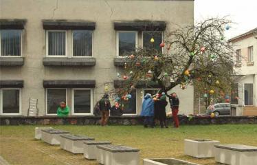 """Fotokonkursas """"Anykščiai ir apylinkės"""" (2015) - Velykų proga Naujų vėjų bendruomenė papuošė miestą - 2015 m. balandžio 4 d."""