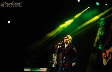 """Festivalis """"Purpurinis vakaras"""" (2015) - Trečioji diena - Aistė Smilgevičiūtė ir grupė Skylė"""